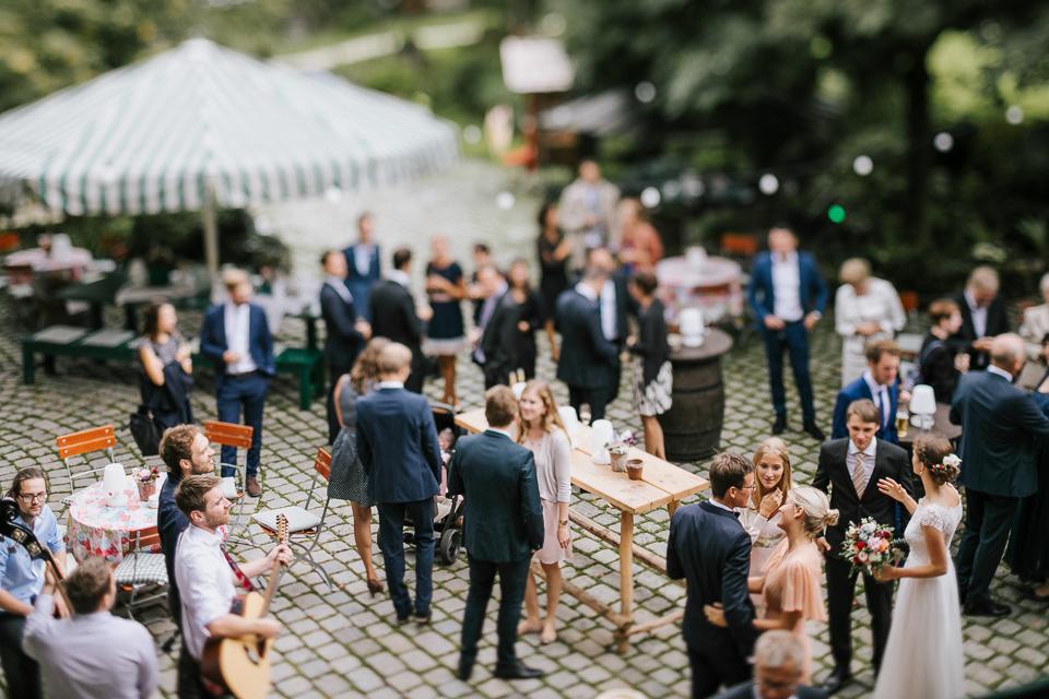 Gartenhochzeit Allgäu Kempten Hochzeitsfotograf Geuklerhof
