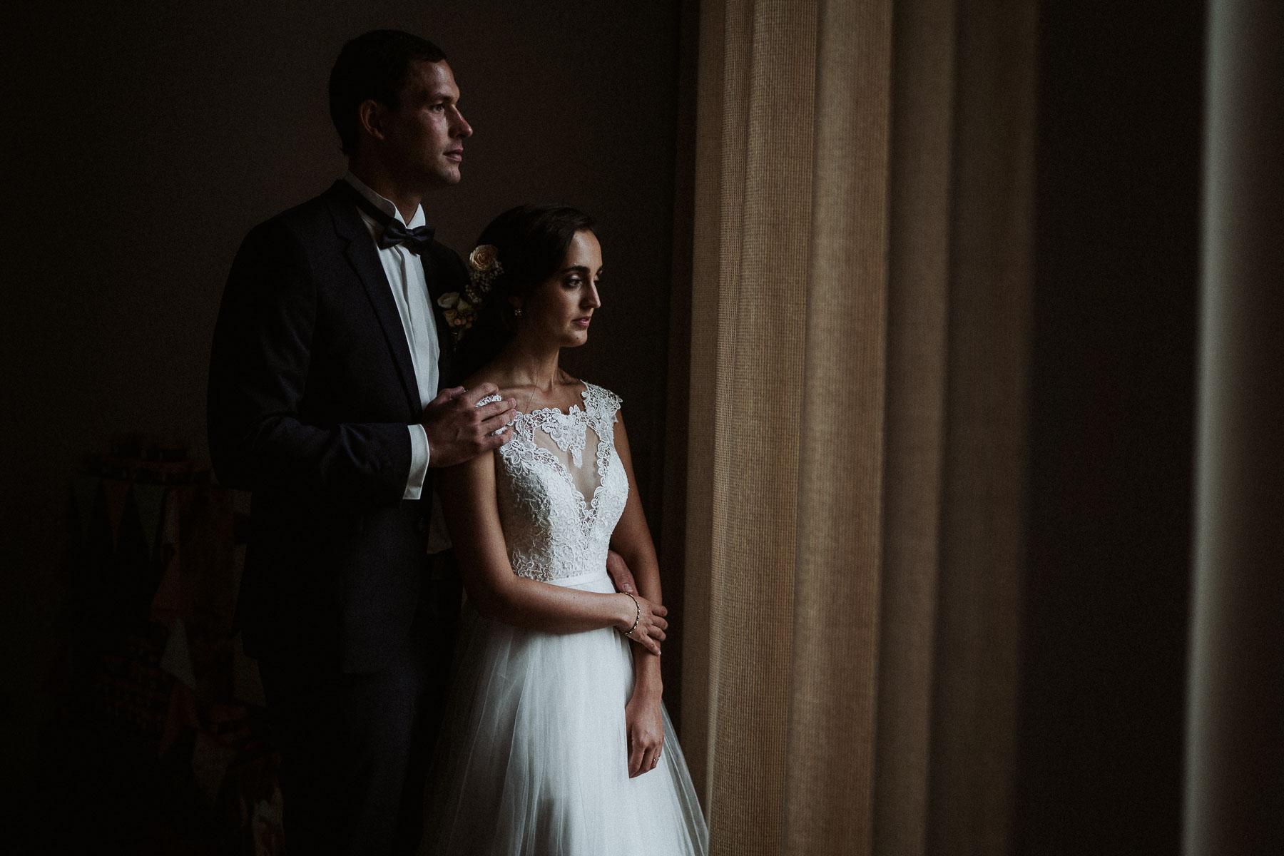 Hochzeitsfotograf Augsburg beim Brautpaar Shooting in der Stadt