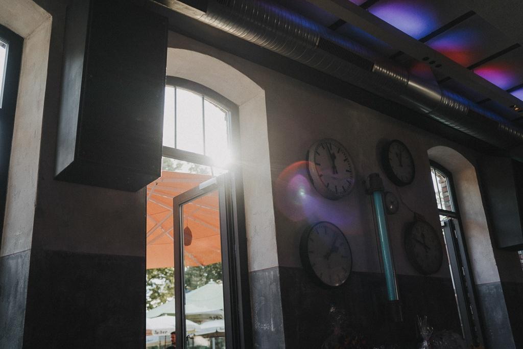 Urbane Stadthochzeit bei den N8Stallung in Augsburg